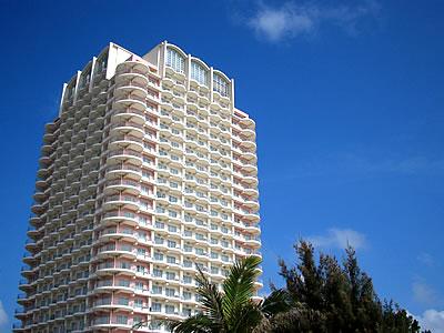 写真:ザ・ビーチタワー沖縄の外観