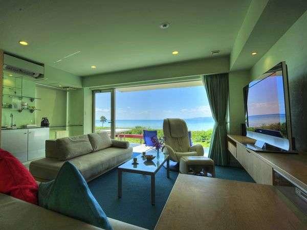 スクリーンような窓からは雄大な西表島を始め、美ら海を望むことがきます